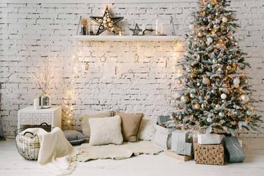 Нежная и уютная новогодняя композиция в Светлом зале украсит ваши фотоснимки.