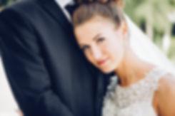 Фото невесты на крепкой груди у своего возлюбленного.