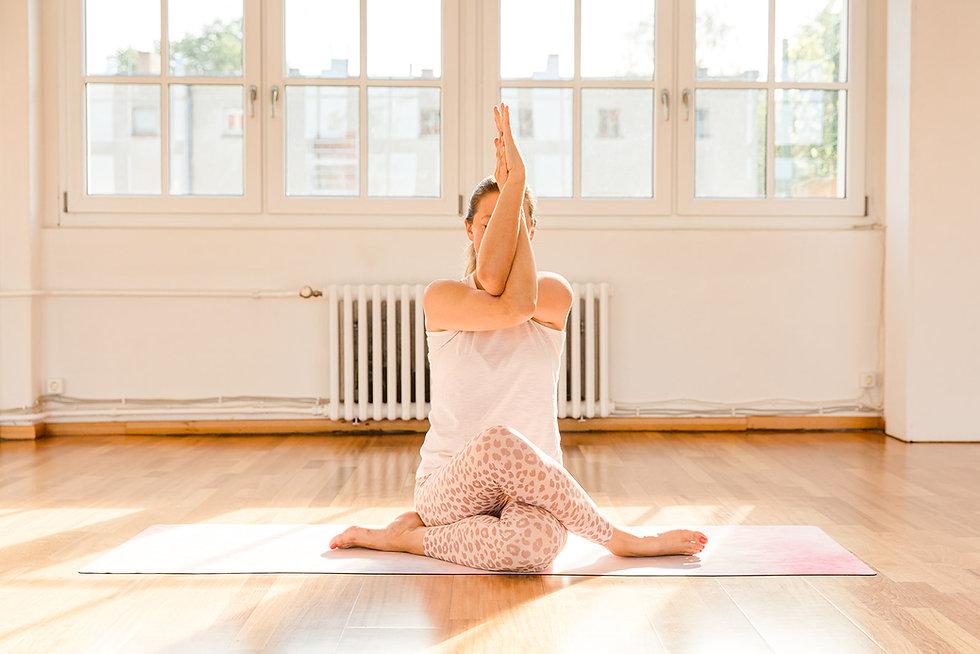 Yoga Ausbildung Berlin ich Adlerarme.jpg