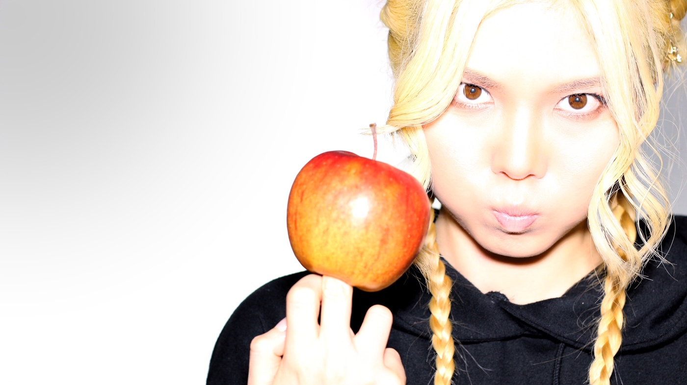 MAIKA with Apple