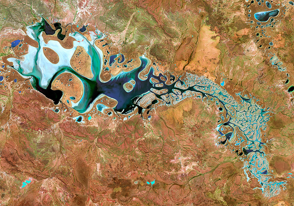 satellite image of lake carnegie