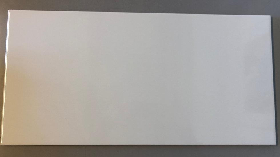 Klassisk hvid flise, blank 30x60cm, pris pr. kvm.