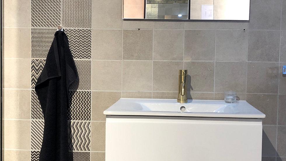 Badeværelseskab med spejl i hvid
