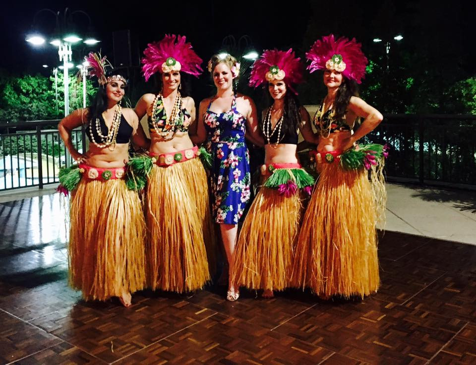 The Luau Party Squad, ya'll! Myself with Petite Jamilla and the MOHEMMA ladies!!