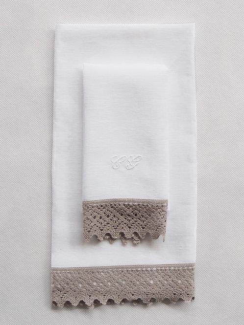 Toalla lino blanco con puntilla natural