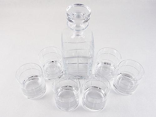 Licorera y vasos de whisky