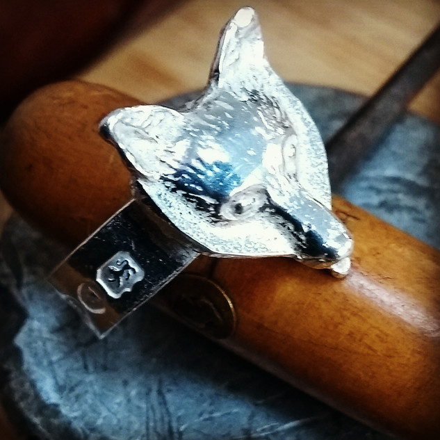 solid cast fox head ring