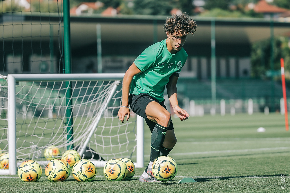 Adil Aouchiche training with AS Saint-Étienne