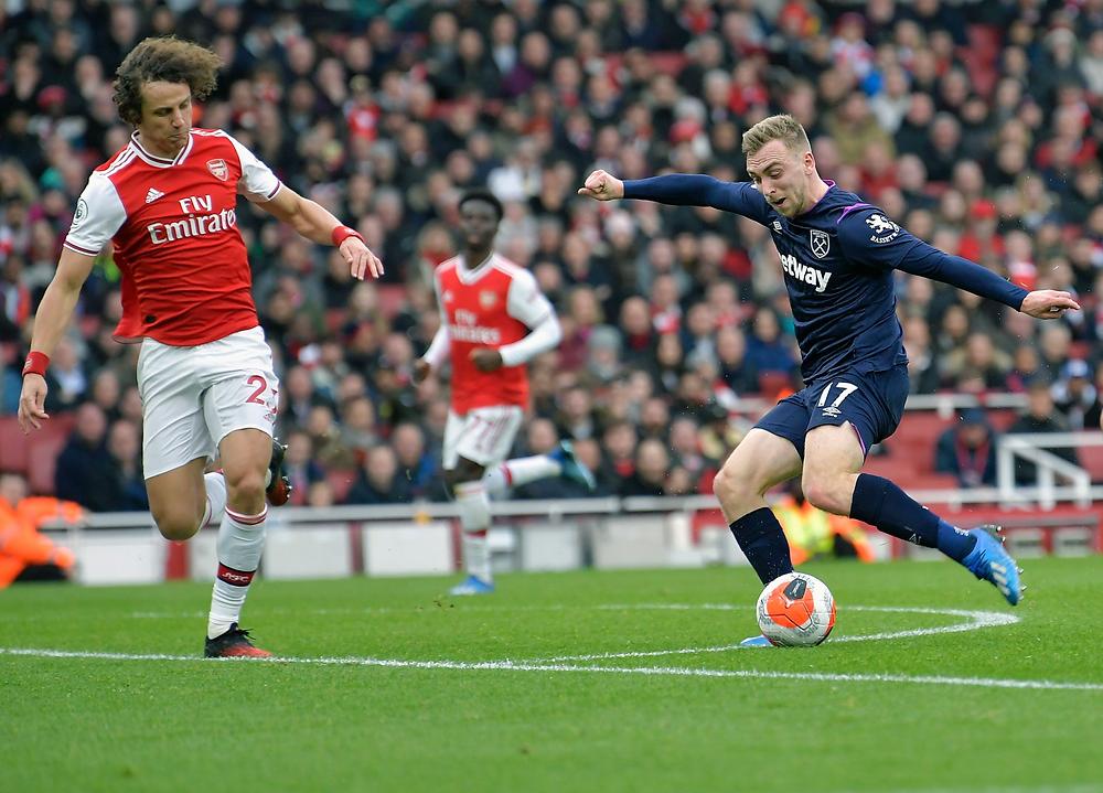 Jarrod Bowen shoots at goal against Arsenal