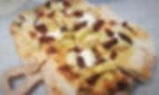 Pizza Scrocchiarella stracciatella carciofi pomodorini secchi in aroma di tartufo