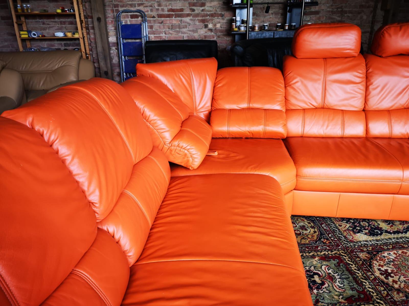 Oranžs ādas dīvāns