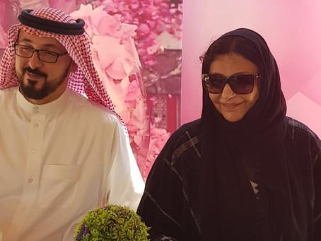 الاميرة فهدة بنت سعود توقع اتفاقية الورد الطائفي مع مؤسسة عبدالوهاب حلواني