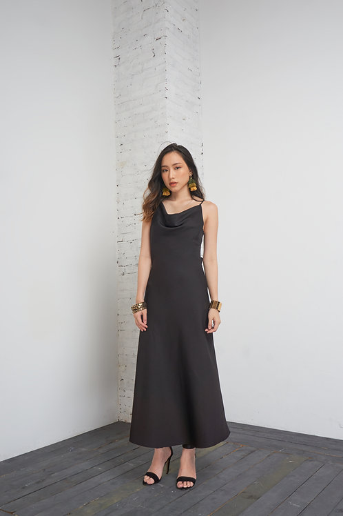 Maxi With Back Details - Black