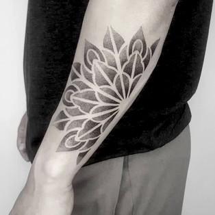 dotwork_mandala_tattoo.jpg