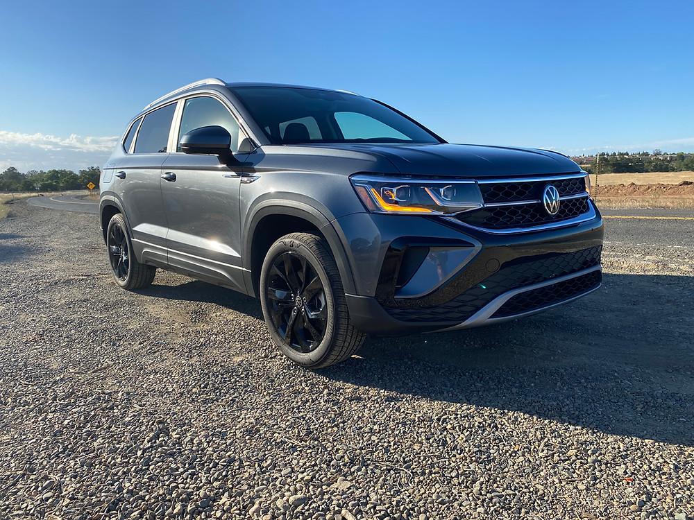 2022 Volkswagen Taos 1.5T SEL front 3/4 view