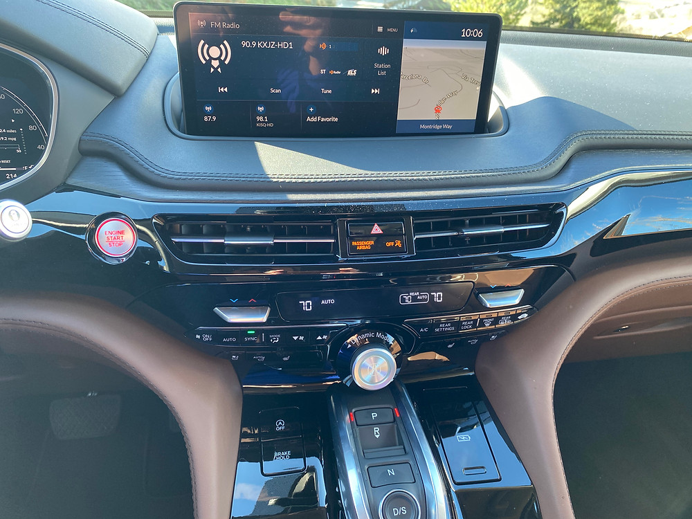 2022 Acura MDX SH-AWD Advance infotainment, HVAC and gear selector