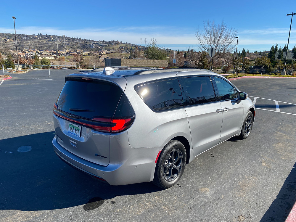 2021 Chrysler Pacifica Hybrid Limited rear 3/4 view