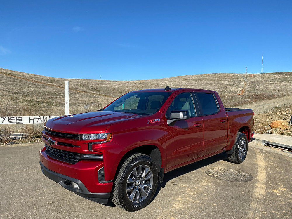 2021 Chevrolet Silverado Crew RST 4WD front 3/4 view
