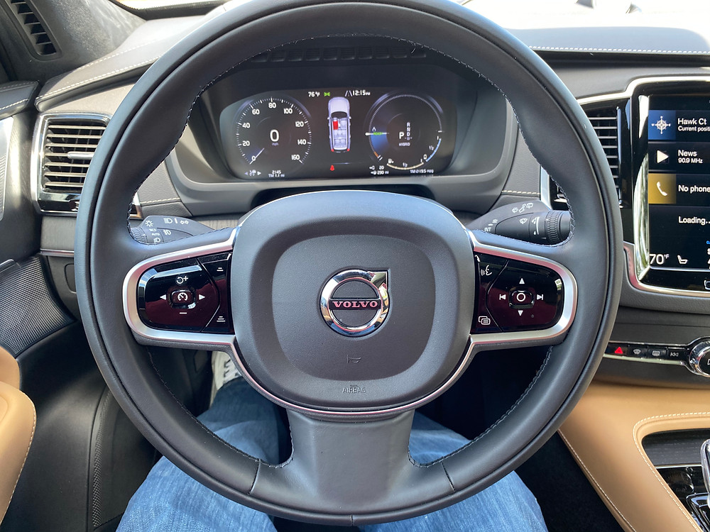 2021 Volvo XC90 Recharge T8 Inscription steering wheel and gauge cluster