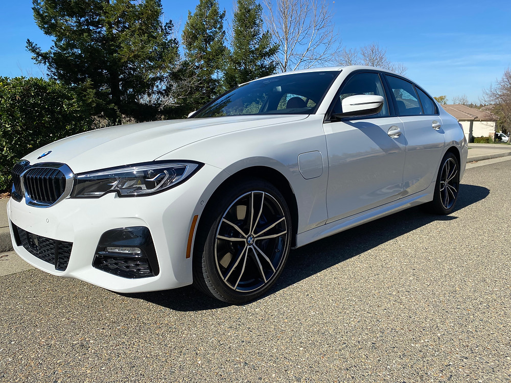 2021 BMW 330e front 3/4 view