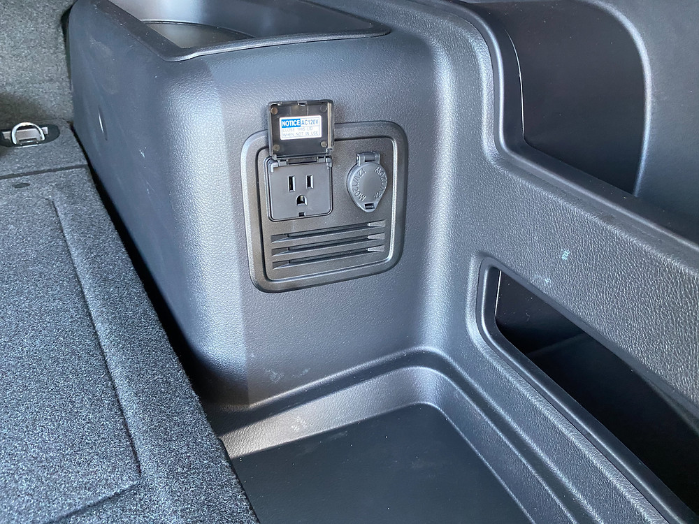 2021 Toyota 4Runner 4x4Trail power outlet