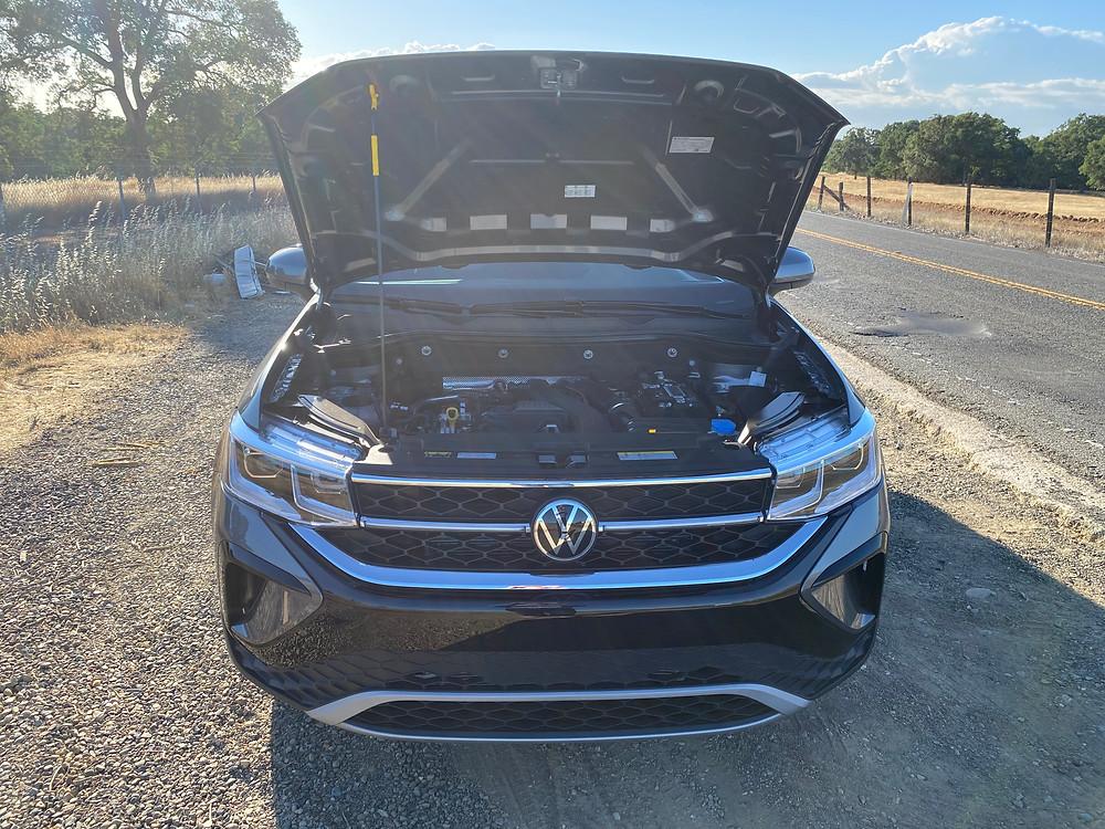 2022 Volkswagen Taos 1.5T SEL hood up