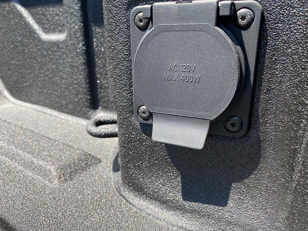 2021 GMC Sierra 2500 Denali Crew Cab 4WD power outlet