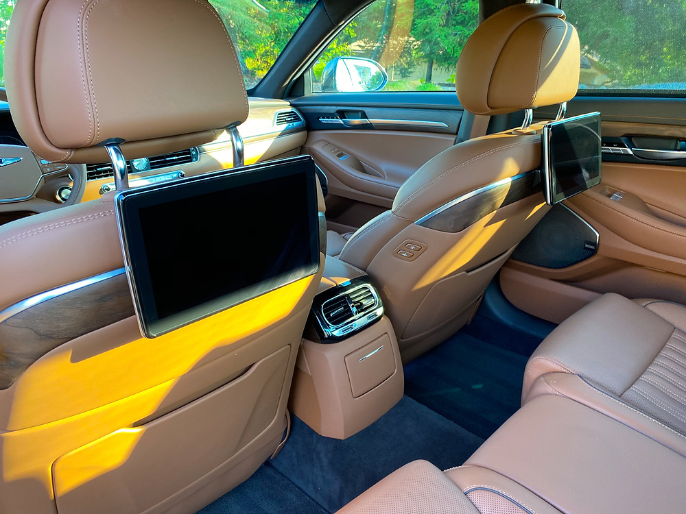 2020 Genesis G90 RWD 5.0 Ultimate rear seat entertainment