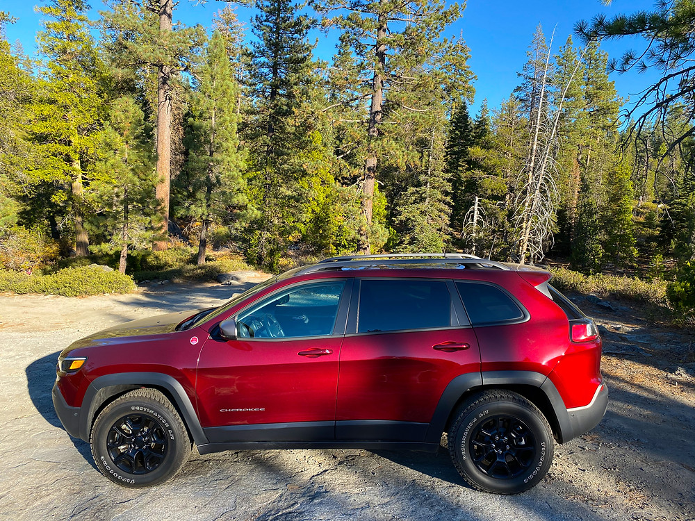 2020 Jeep Cherokee Trailhawk Elite side view