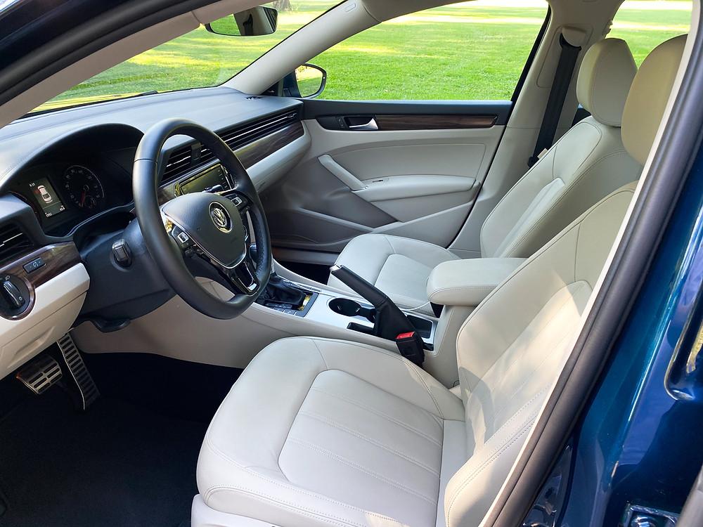 2020 Volkswagen Passat 2.0T SEL front seats