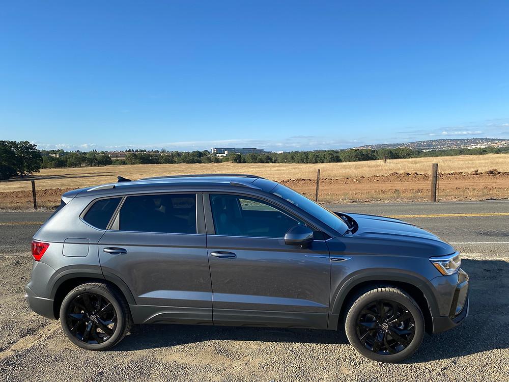 2022 Volkswagen Taos 1.5T SEL side view