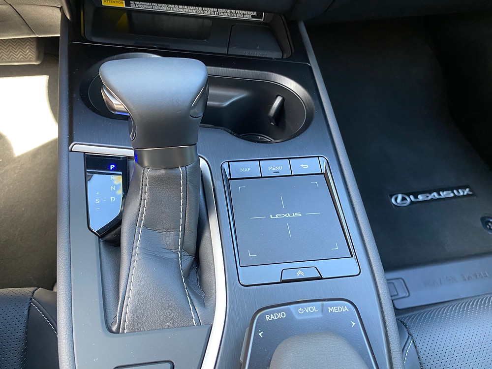 2020 Lexus UX 250h center console