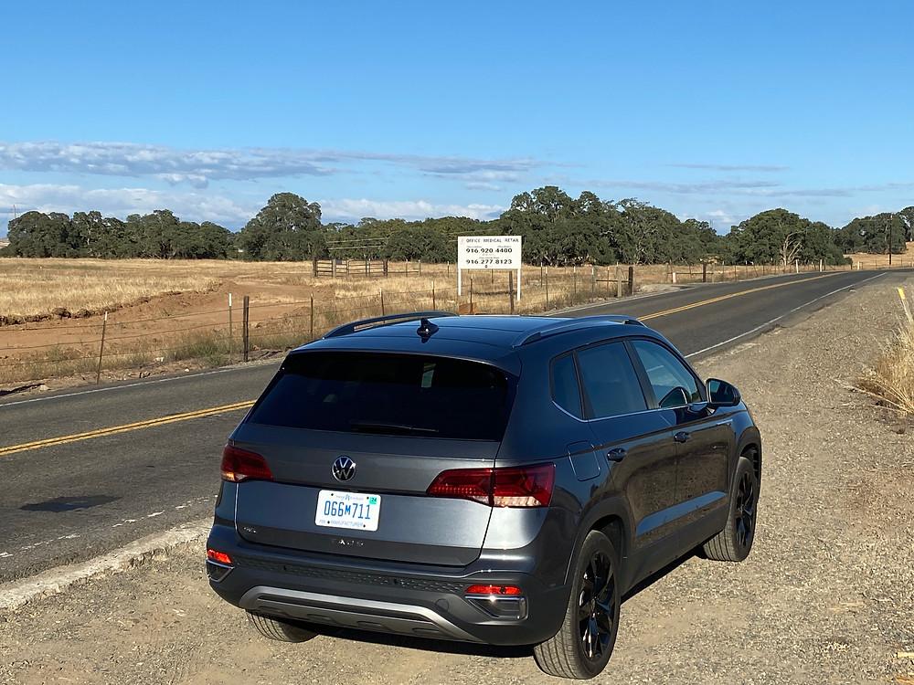 2022 Volkwagen Taos 1.5T SEL rear 3/4 view