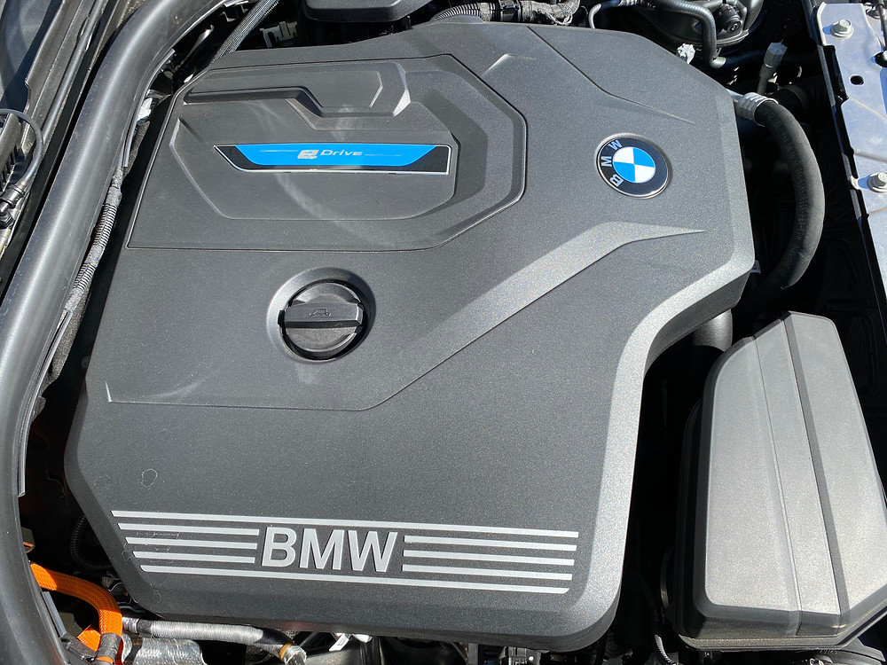 2021 BMW 330e hybrid powerplant detail