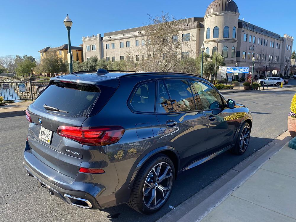 2021 BMW X5 xDrive45e rear 3/4 view