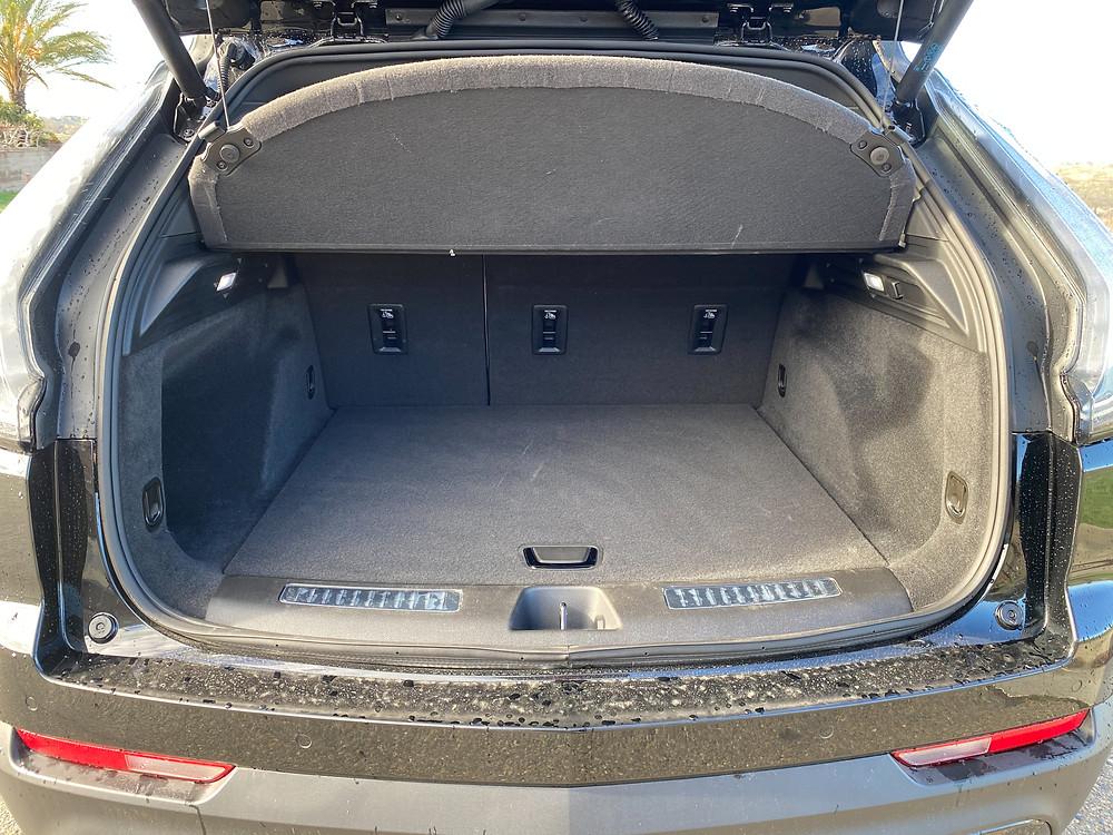 2021 Cadillac XT4 cargo area