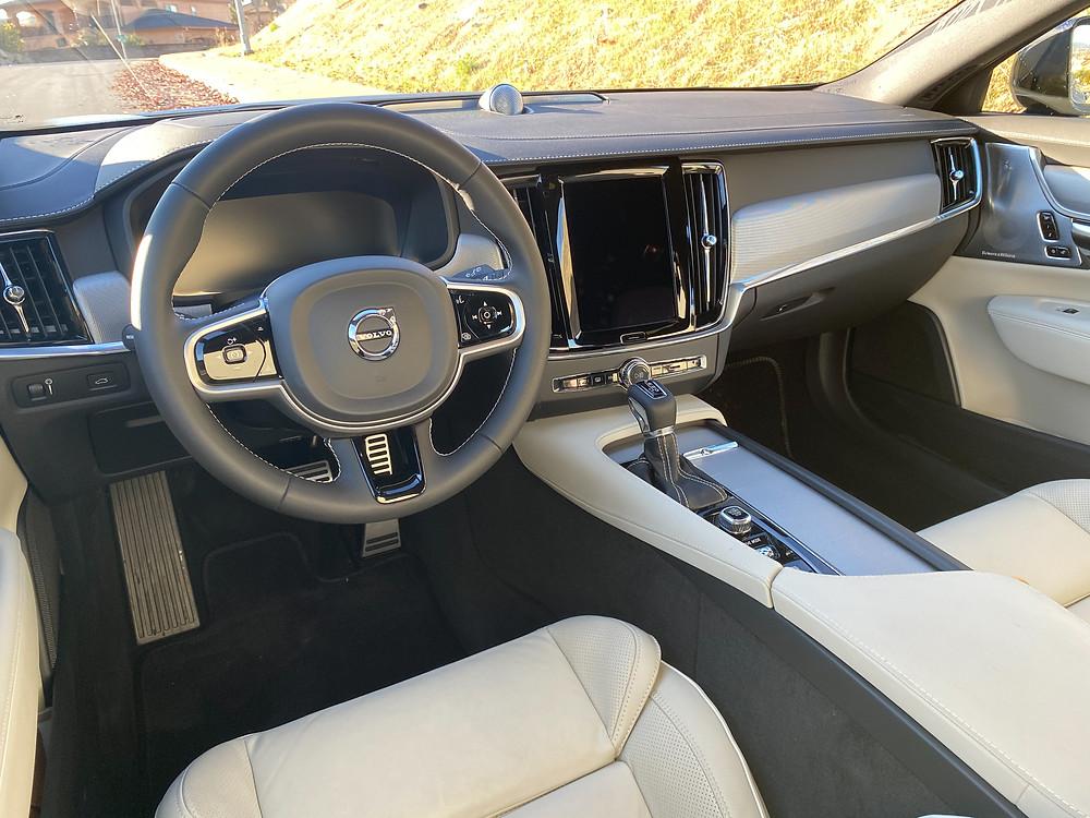 2021 Volvo V90 T6 AWD R-Design instrument panel