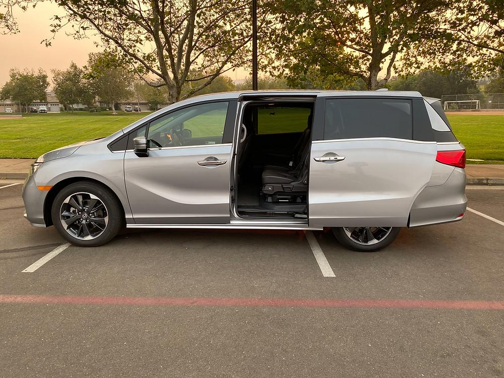 2021 Honda Odyssey Elite side view with door open