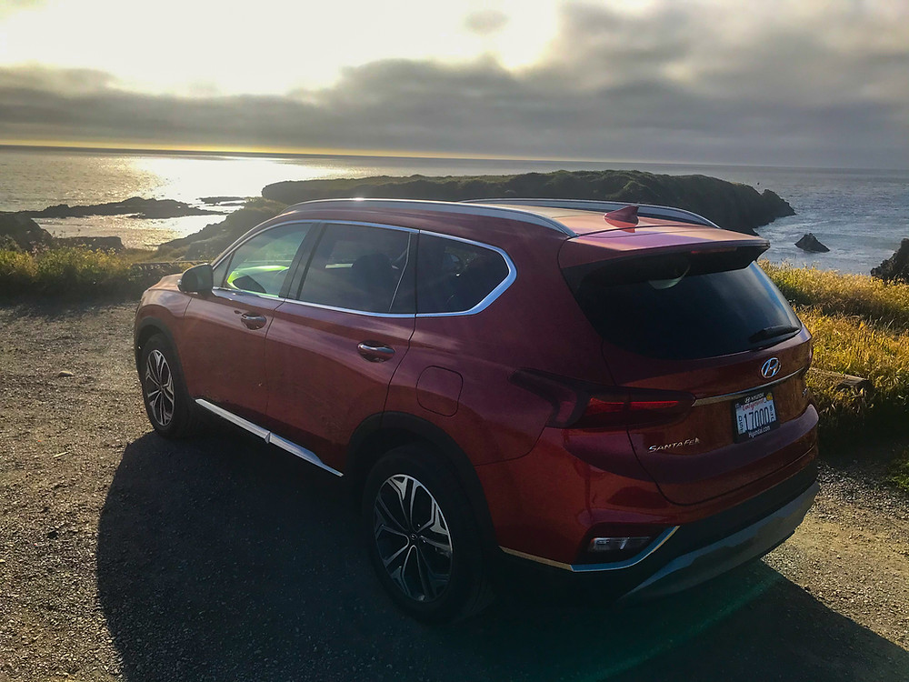 Rear 3/4 view of 2020 Hyundai Santa Fe