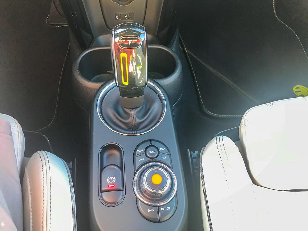 2020 Mini Cooper SE center console