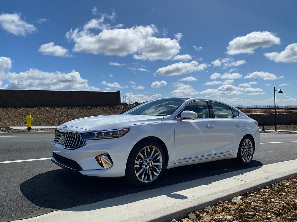 2020 Kia Cadenza Limited front 3/4 view