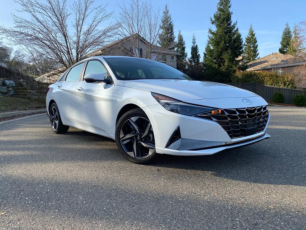 2021 Hyundai Elantra Limited front 3/4 view