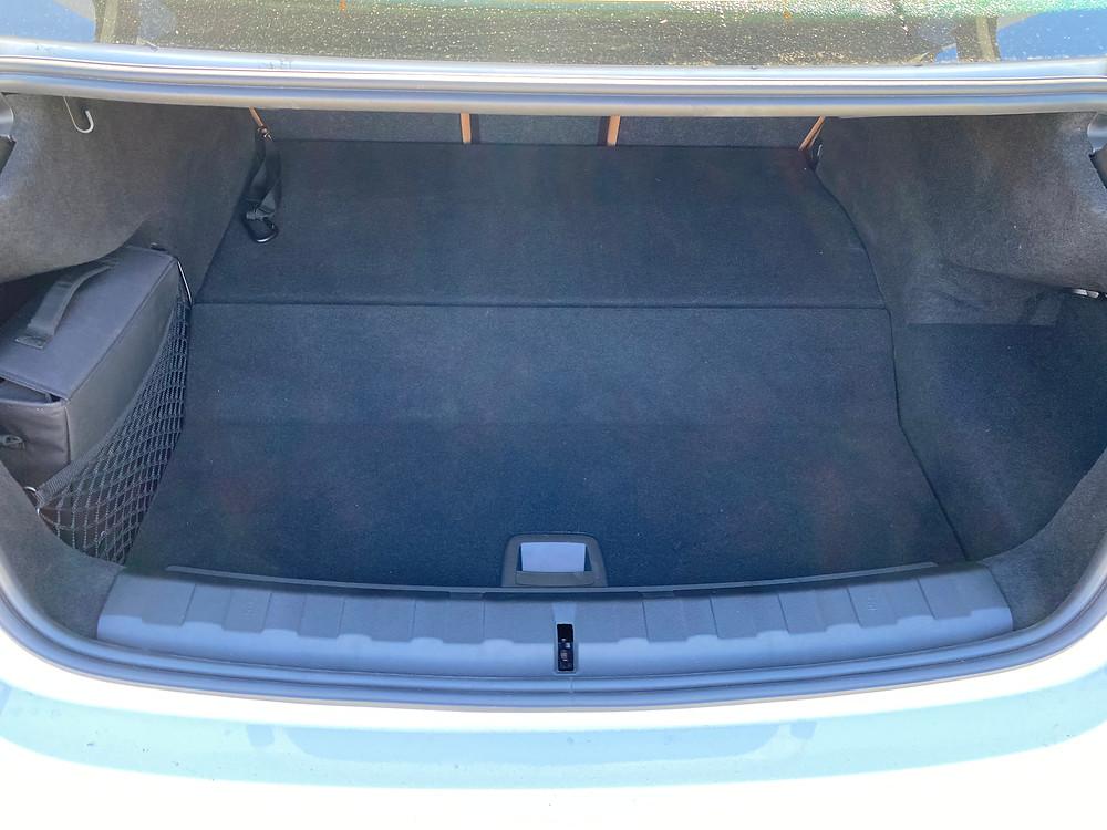2021 BMW 330e trunk