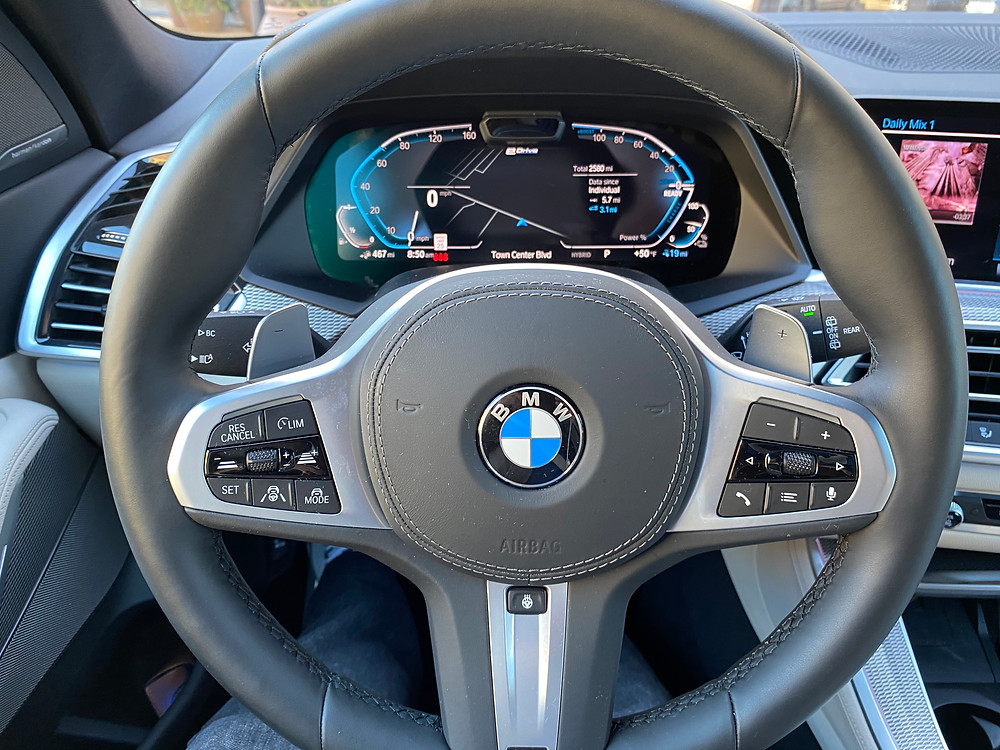 2021 BMW X5 xDrive45e steering wheel and gauge cluster