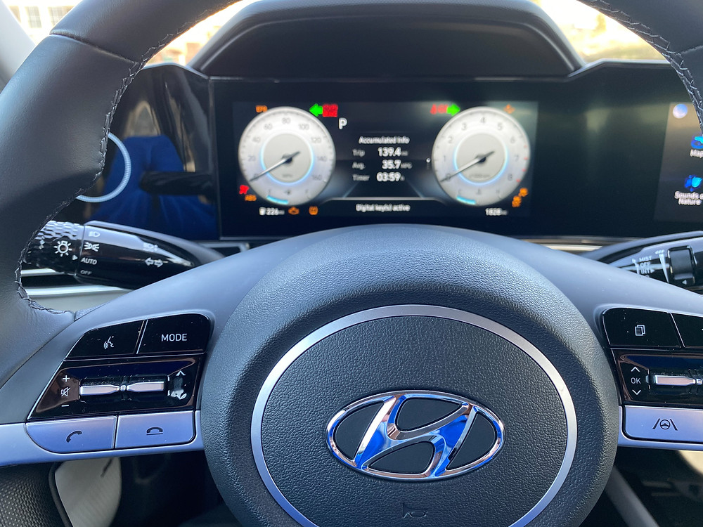 2021 Hyundai Elantra Limited steering wheel and gauge cluster