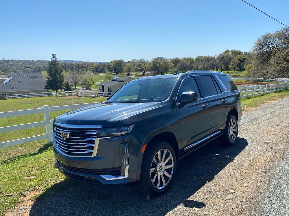 2021 Cadillac Escalade 4WD Platinum front 3/4 view