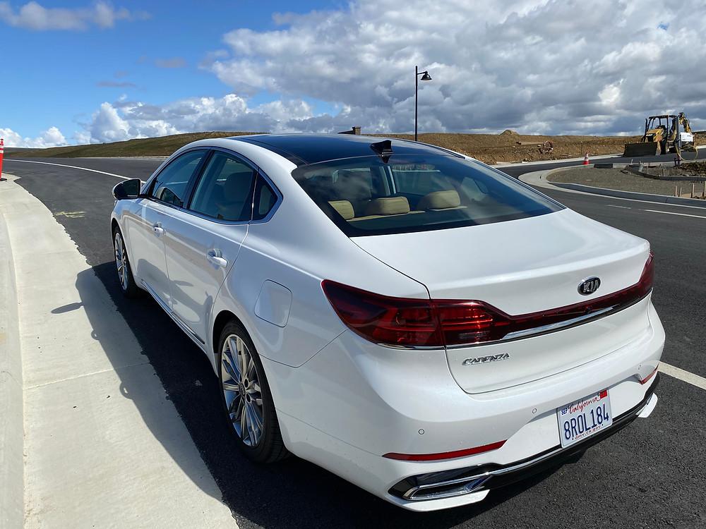 2020 Kia Cadenza Limited rear 3/4 view