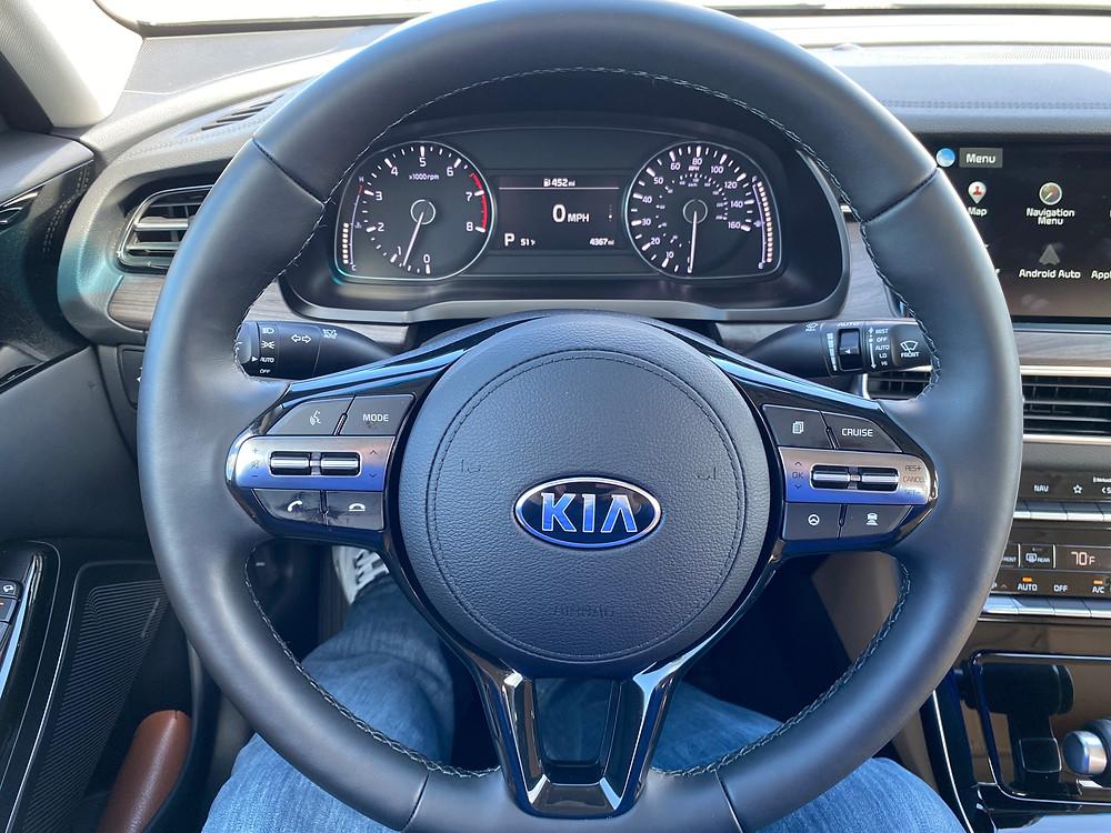 2020 Kia Cadenza Limited steering wheel and gauge cluster