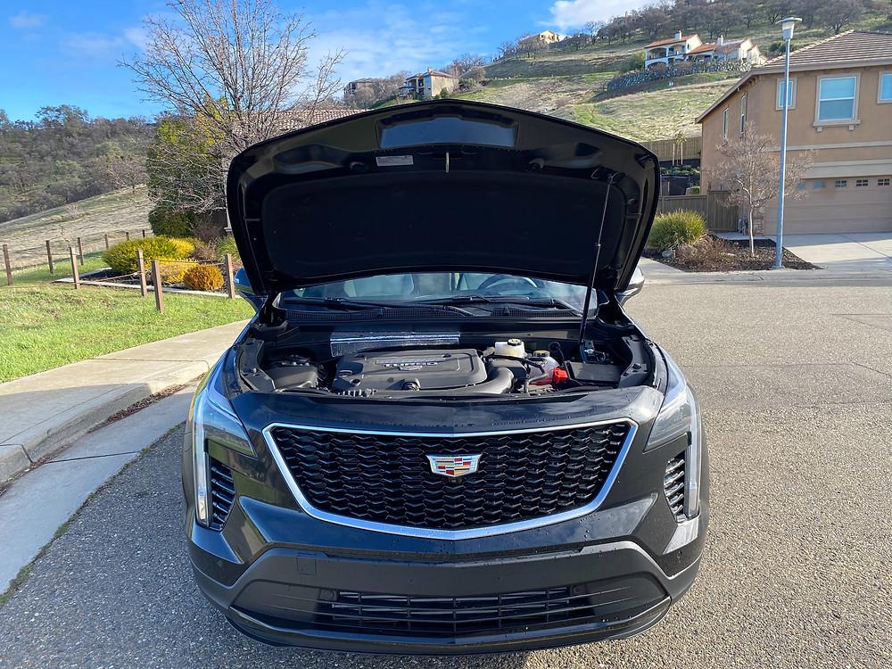 2021 Cadillac XT4 hood up