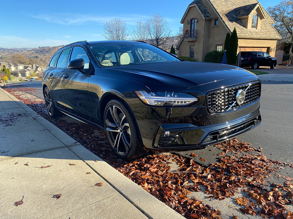 2021 Volvo V90 T6 AWD R-Design front 3/4 view